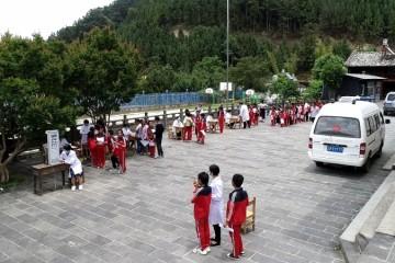 保山市妇幼保健院展开庆六一关爱妇女儿童健康扶贫义诊服务活动